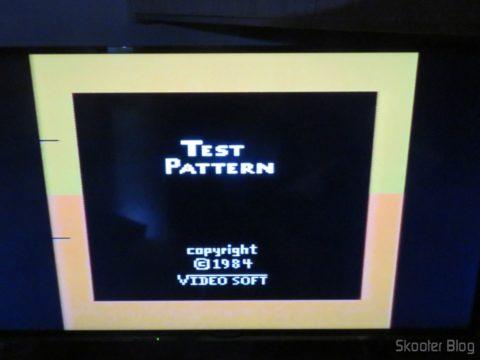 Color Bar Generator no Atari 2600 da Polyvox c/ fonte externa, após aquecido, em TV LCD