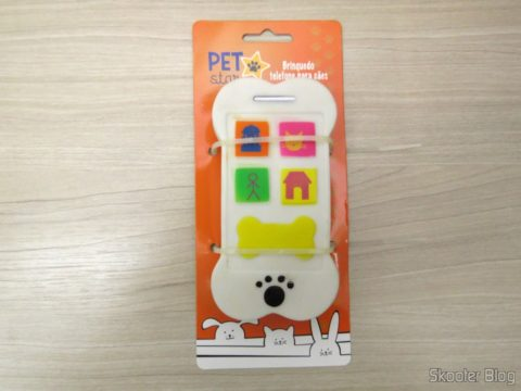 Cell phone for dogs, on its packaging