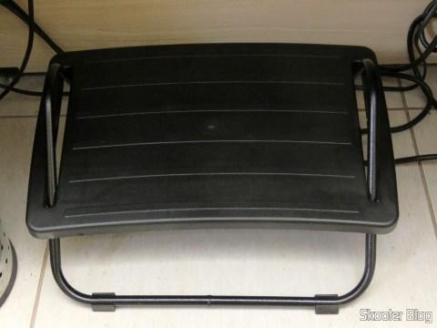 Footrest Adjustable In High-density Black Armchairs Paraná, já colocado no local de destino