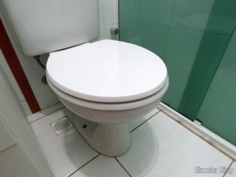 Assento Sanitário Poliéster para Louça Celite Azaléa, da marca Sedile, instalado