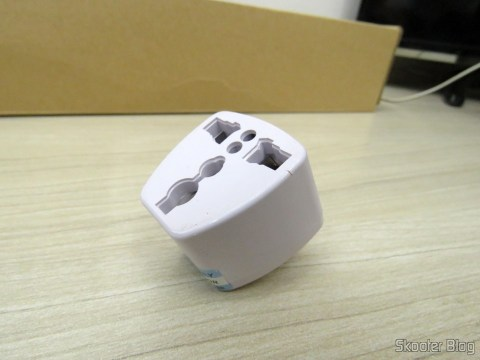 Adaptador que veio com o Filtro de Linha com 6 Tomadas Universais, 2 USB, e Interruptores Individuais