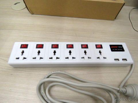 Filtro de Linha com 6 Tomadas Universais, 2 USB, e Interruptores Individuais
