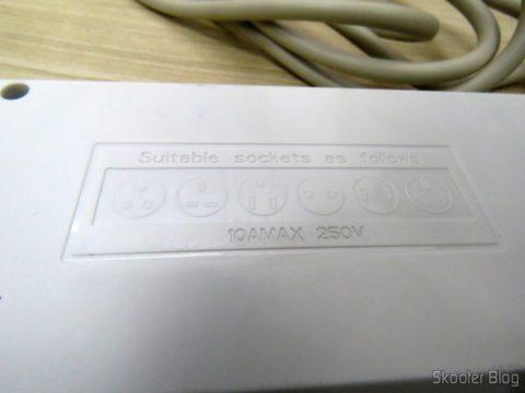 Parte traseira do Filtro de Linha com 6 Tomadas Universais, 2 USB, e Interruptores Individuais