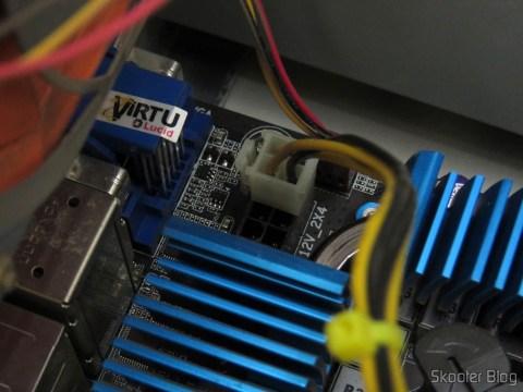 Plug de 4 pinos da Fonte Mtek no conector de 8 pinos da placa-mãe