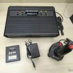 Atari 2600 com cartucho Dactar com 4 jogos, fonte de alimentação e joystick de Dynavision