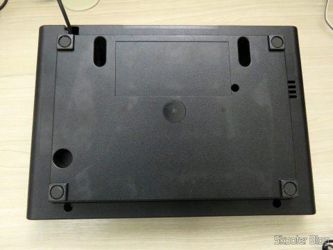 Os pés de borracha do Atari 2600 estão bem gastos, chegando no nível do plástico