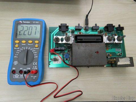 Testando um capacitor da placa do Atari 2600