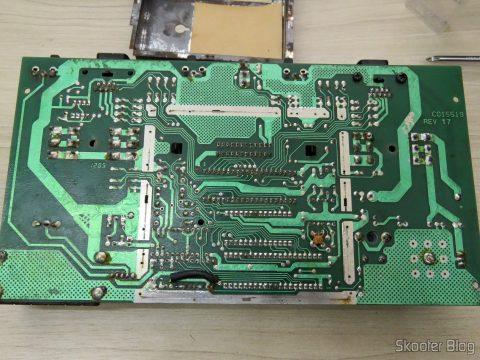 Parte de baixo da placa do Atari 2600, sem a proteção