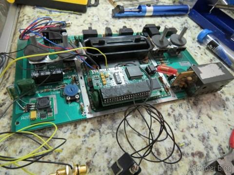 Soldando os fios na plaquinha do 2600RGB.