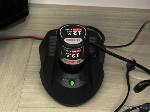 Battery charger the screwdriver-drill Bosch 12V battery GSR 120-LI, operation.
