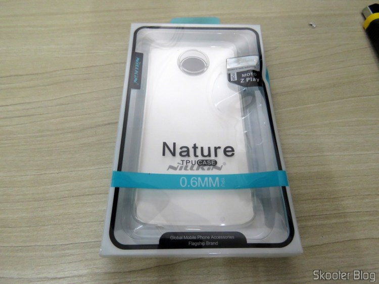 2ND Cover transparent to Motorola Moto Z Play Nillkin Nature 0, 6 mm TPU, on its packaging.