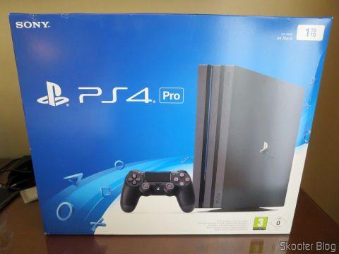 Playstation 4 Pro, em sua embalagem.