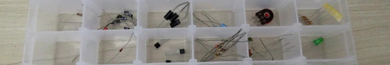 Caixa Organizadora Plástica com 36 Compartimentos, com componentes eletrônicos.