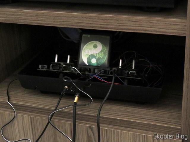 Conectando o Atari 2600 ao Framemeister XRGB Mini, através da saída de S-Video.