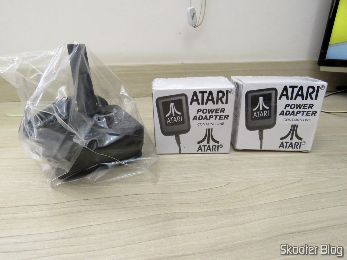 New Gold CX40 Joystick w/ Best Silicon Joystick boot e 2 New Atari US 2600/2600A/2600JR Power Supply