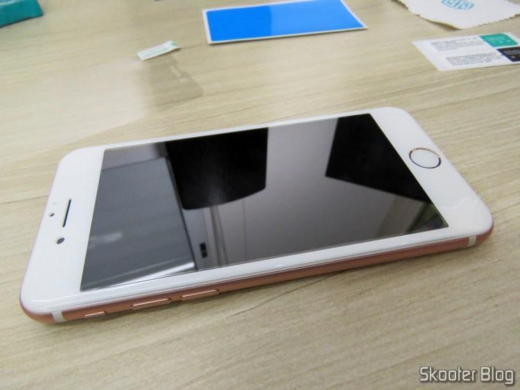 """Película de Vidro Temperado Nillkin 3D AP+Pro para Apple iPhone 7 4,7"""" 0,23mm, já instalada no iPhone 7."""