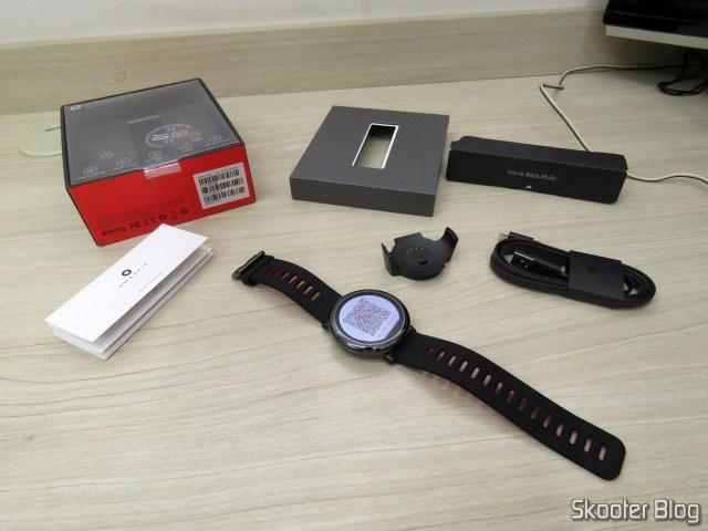 Smart Watch Xiaomi Huami Amazfit Pace modelo A1612, e seus acessórios.