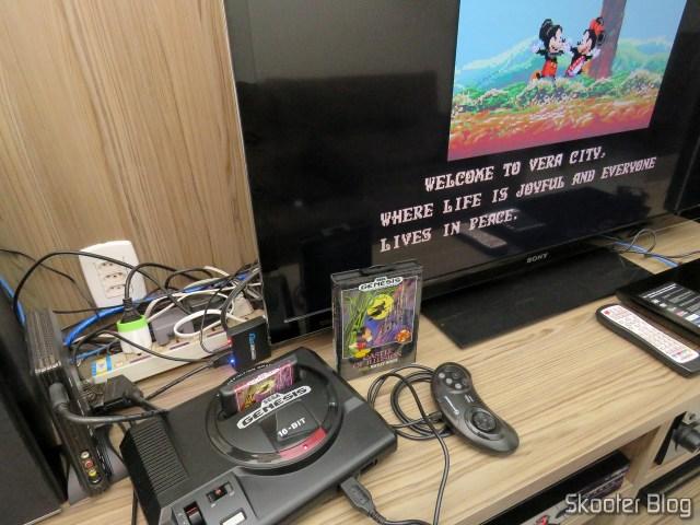 Cartucho de Mega Drive da AliExpress: Castle of Illusion starring Mickey Mouse, em funcionamento.