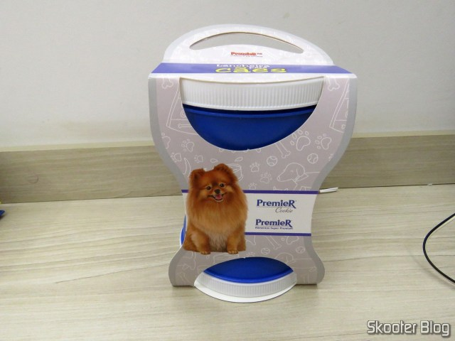 Lunch box for dogs - Toast of the PremieR Feed, on its packaging;