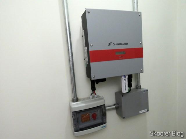 A instalação do inversor da Canadian Solar.