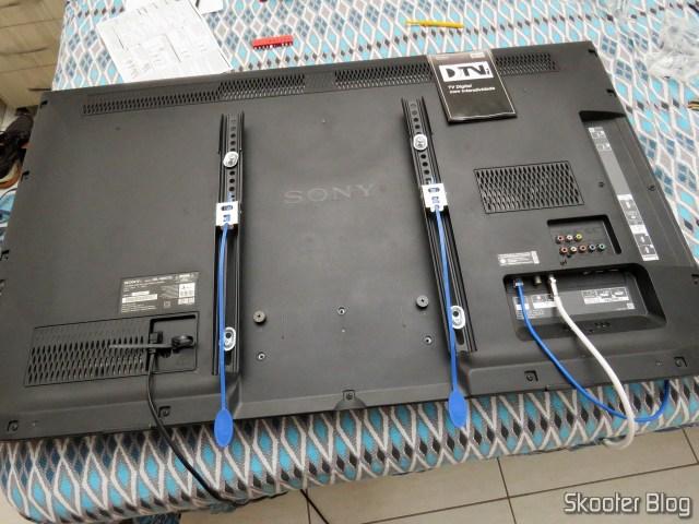 TV SonyKDL-46HX755, preparada para o suporte.
