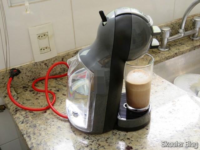 Preparando um Mocha na Cafeteira Nescafé Dolce Gusto Mini Me Preta.