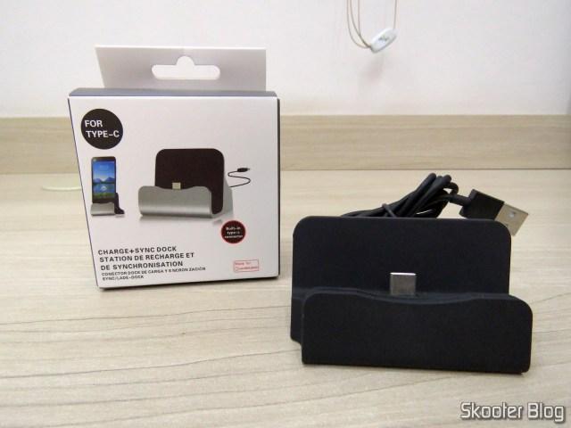 Dock Station para Celular com Plug USB Tipo C, e sua embalagem.
