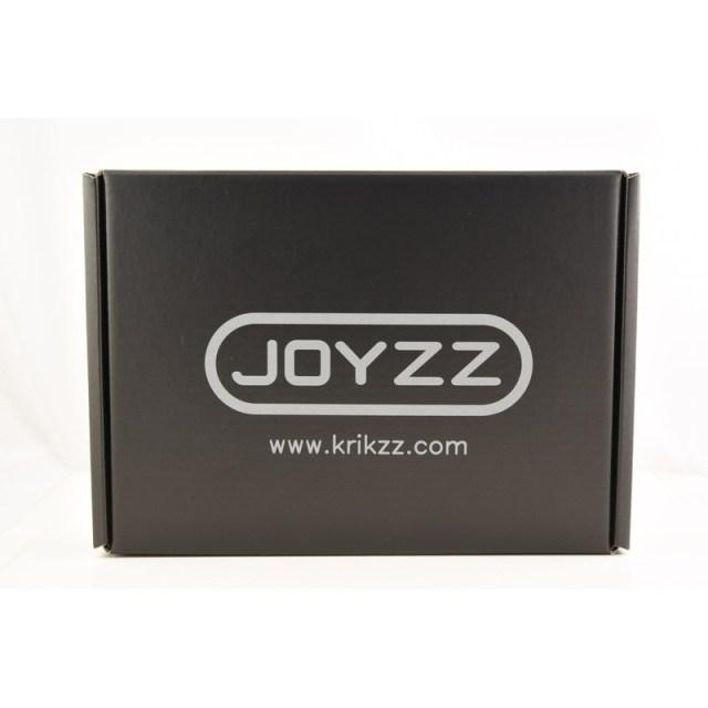Joyzz - O Controlador Sem Fio para Mega Drive do Krikzz, em sua embalagem.