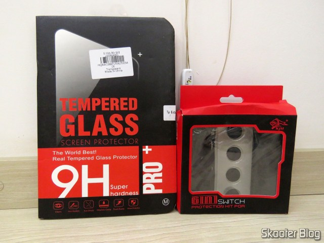 Tempered glass film for Nintendo Silicone Covers and Switch to Joy-Con KJH, in their packaging.