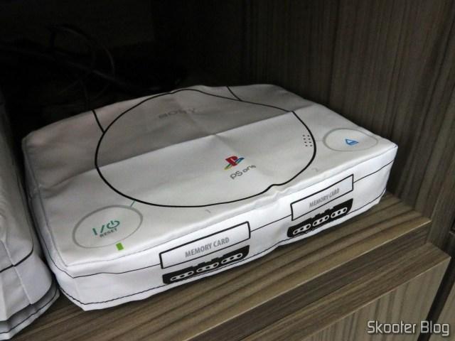 Meu Playstation One, com a capa do Printer Boy.