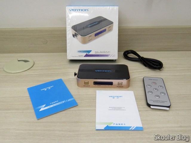 Switch HDMI Vention VAA-S20, com sua embalagem e acessórios.