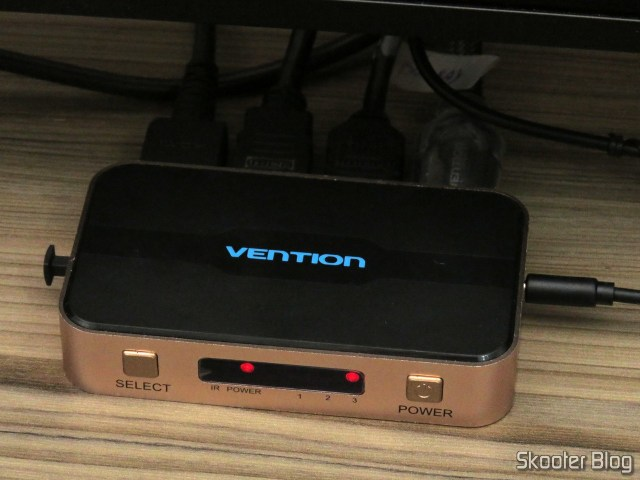Switch HDMI Vention VAA-S20, em funcionamento.