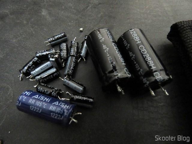 Saldo da brincadeira: alguns capacitores que podem ou não estar bons.
