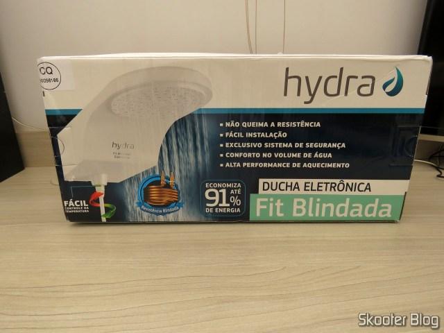 Chuveiro Hydra Fit Blindado Eletrônico Branco, em sua embalagem.