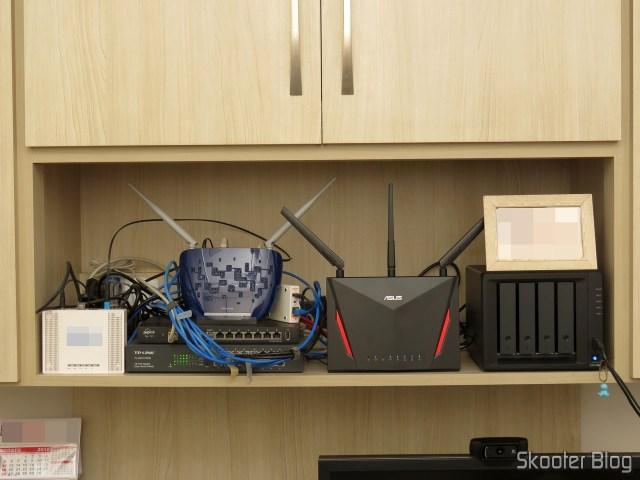 Roteador ASUS RT-AC86U, em funcionamento em meu ecossistema.