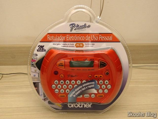Rotulador Eletrônico Brother PT70, em sua embalagem.