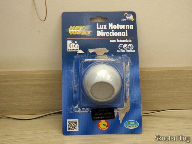 Directional night light with Photocell Key West, on its packaging.