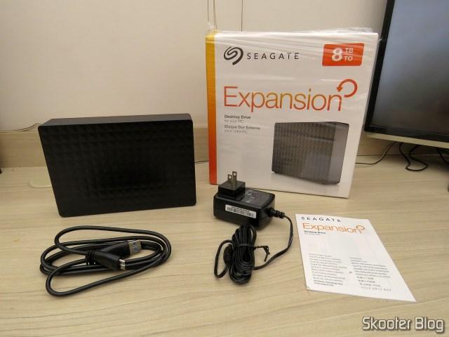 Seagate Expansion 8TB Desktop External Hard Drive USB 3.0 (STEB8000100), e seus acessórios.