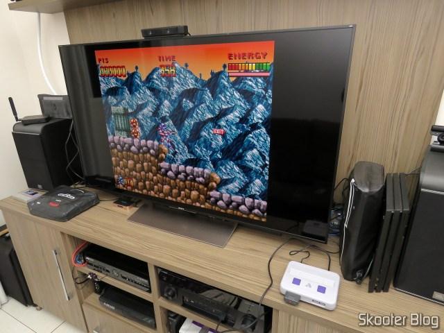 Analogue Super Nt, em funcionamento, com jogo da memória.
