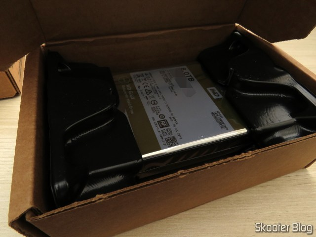 WD Gold 8TB Enterprise Class Hard Disk Drive - 7200 RPM Class SATA 6 Gb/s 256MB Cache 3.5 Inch - WD8003FRYZ, em sua embalagem.