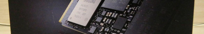 Samsung 970 EVO 500GB - NVMe PCIe M.2 2280 SSD (MZ-V7E500BW), em sua embalagem.