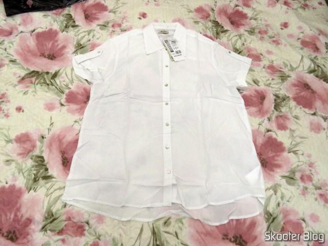 Camisa Feminina Básica Em Tecido De Viscose Com Mangas Curtas