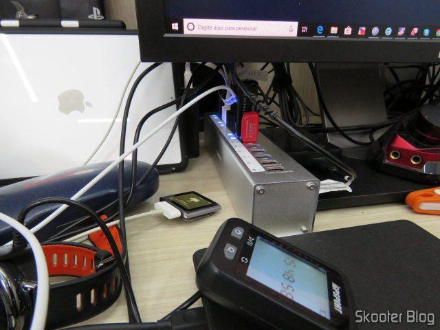 Hub USB 3.0 Orico A3H13P2, em funcionamento.
