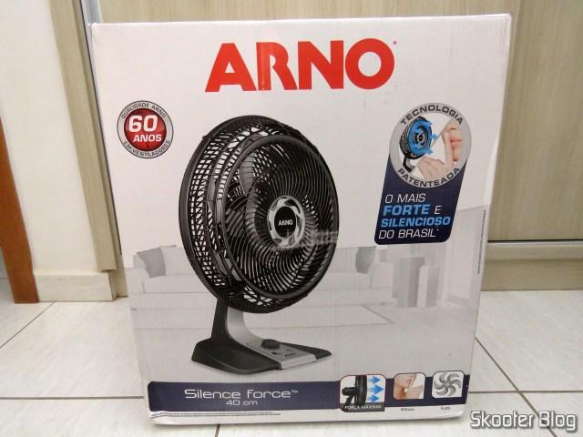 Ventilador Arno VF40 Silence Force 40cm, em sua embalagem.