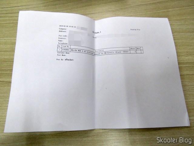Papel do pedido dentro da caixa com o 8BitDo M30.