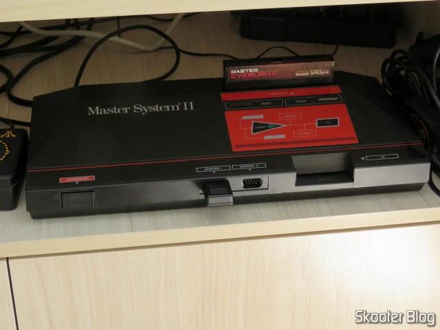 Receptor do 8BitDo M30, conectado ao Master System.