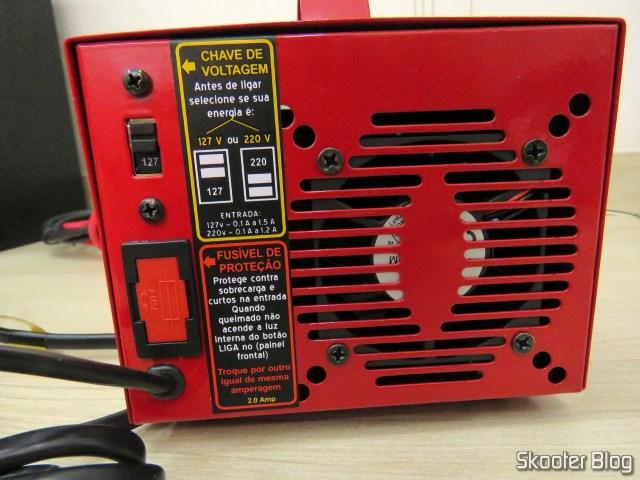 Parte Traseira do Carregador de Baterias 12V Expert Charger PR10.