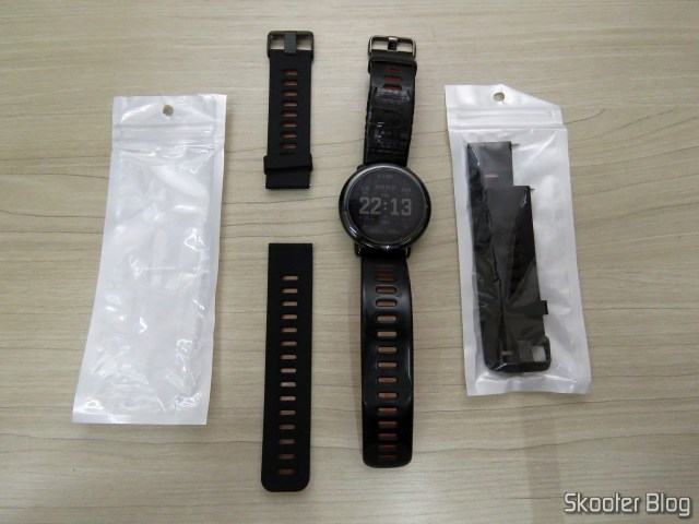 Replacement wristbands for Smartwatch Xiaomi Huami Amazfit Pace, next to the Amazfit Pace with its original bracelet patched.