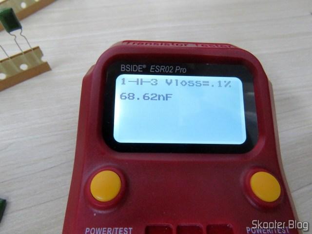 Teste de Capacitor de Poliéster Metalizados de 68nF e 100V.