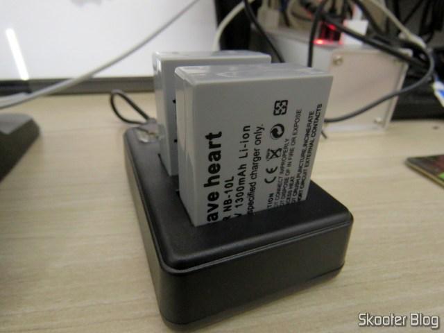 2 Baterias NB-10L para câmera Canon no Carregador USB com LCD, operation.